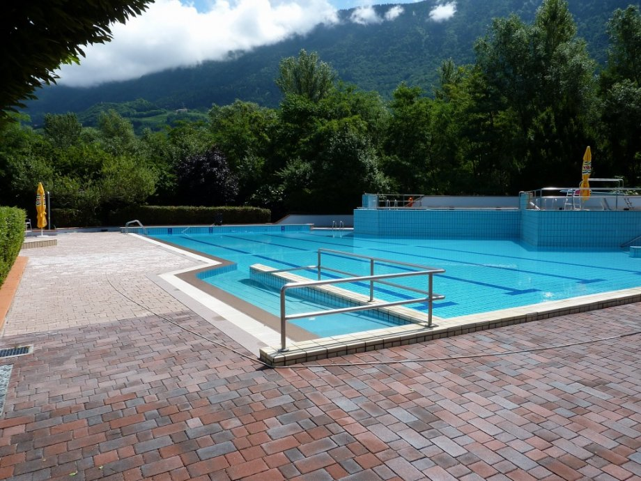 Piscina di salorno bz pool market righi - Piscina coperta laives bz ...
